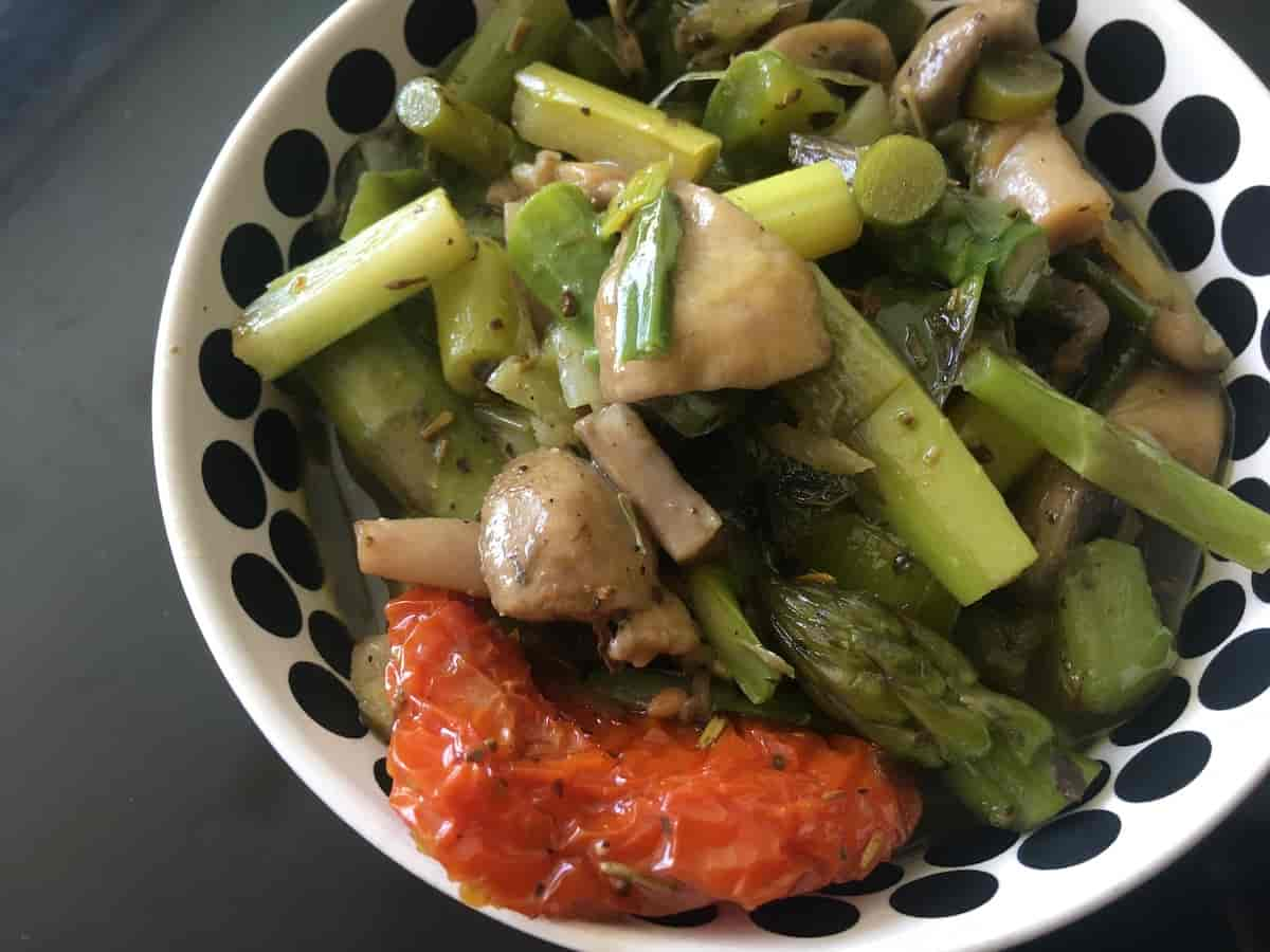 Button Mushrooms and Asparagus Stir-fry with Herbs